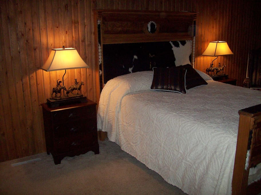 The Roper Room with Queen Bed.