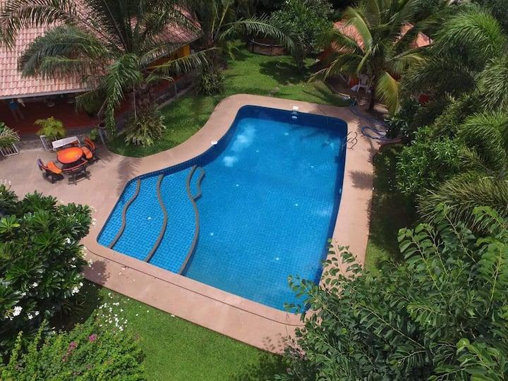 2 Bedroom Pool House, Car Service