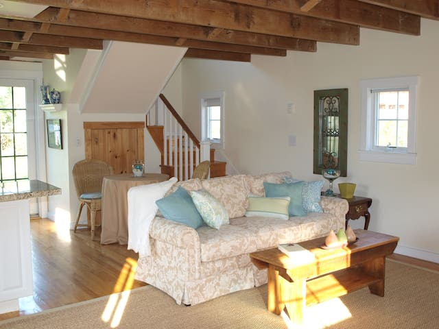 Cozy 1 bedroom cottage near historic Sag Harbor