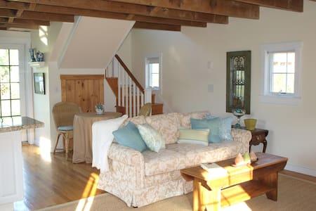 Cozy 1 bedroom cottage near historic Sag Harbor