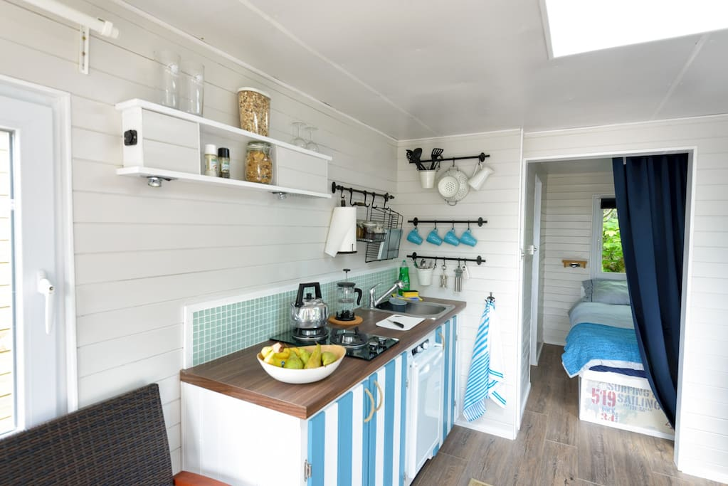 Practical, stylish,  kitchenette with gas hob.