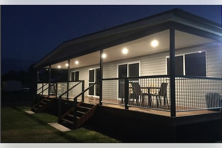 Stylish Pool Side Units ( Laguna Lodge) - Sussex Inlet - Sommerhus/hytte