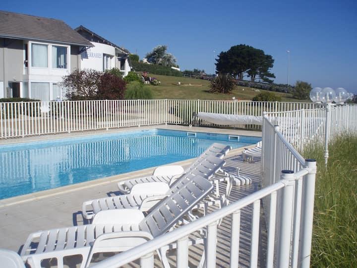 maisonnette 5 pers terrasse mer piscine