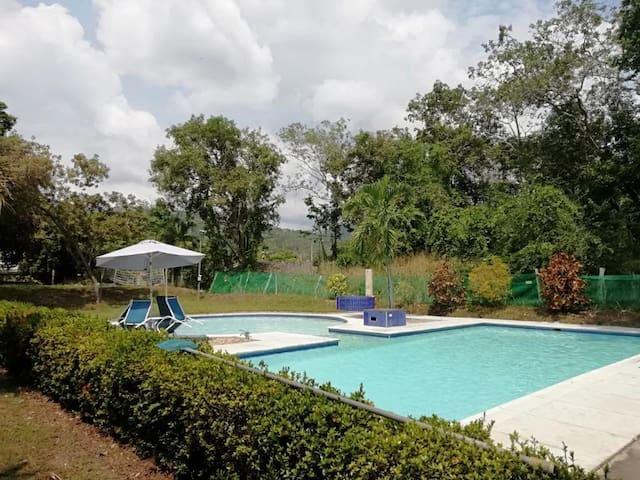 Linda y confortable casa en Apulo con piscina