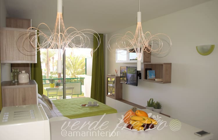 ENCHANTING SEA FRONT APARTMENT - Arona - Apartamento