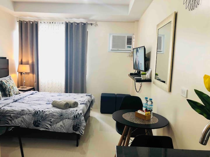 Chic new studio+unli wifi+cable+near SM&Ayala,etc