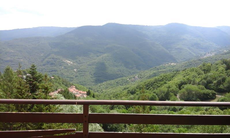 Casa con vista a Caldirola (appennino ligure)
