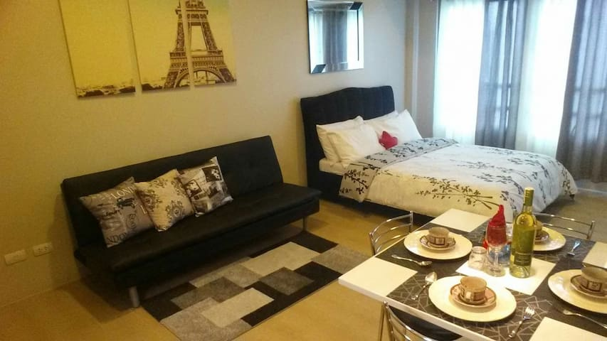 Modern Furnished Condo - Eastwood