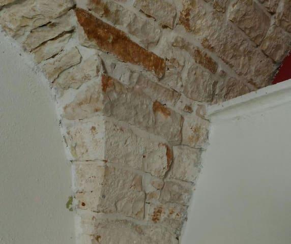 Ristrutturazione severa per architettura in pietra che richiamano il carattere originario