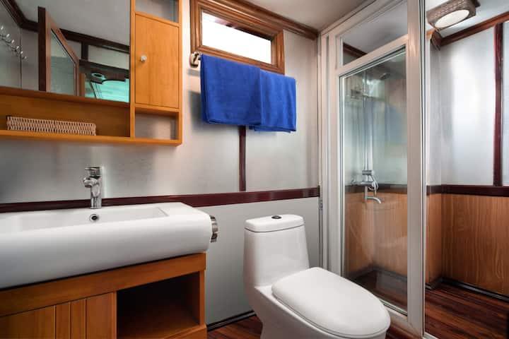 Deluxe Double Cozy Bay Cruise 1pax
