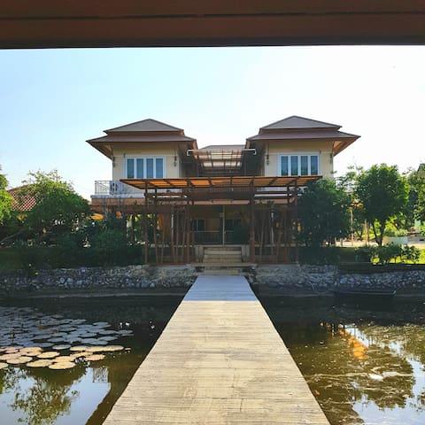 บ้านสวนปิ่นโต@ลพบุรี  บ้านพักทั้งหลังพร้อมสวนผลไม้