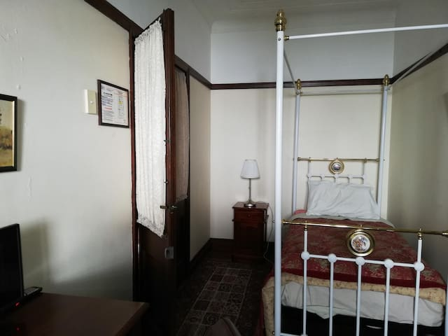 CORPORATE ACCOMMODATION - CEDAR ROOM