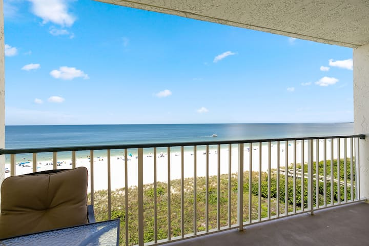 Cheerful Beachfront Condo with Beautiful Gulf Views!
