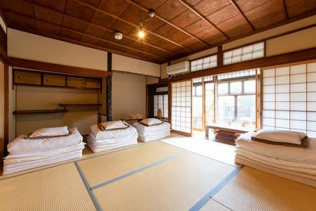 大きな和室 近鉄奈良駅から徒歩5分、JR奈良駅から徒歩10分