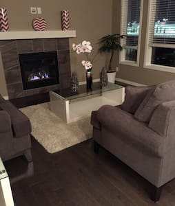 Beautiful  3 bedroom  house,backing on to a pond. - Calgary