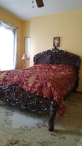 Room #4 - Leonia - Hus