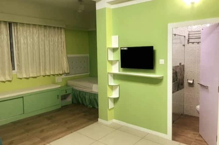 Vibrant and colourful rooms-NonAC single occupancy