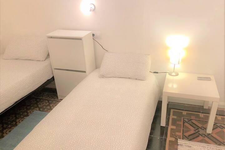Room in Center near beach