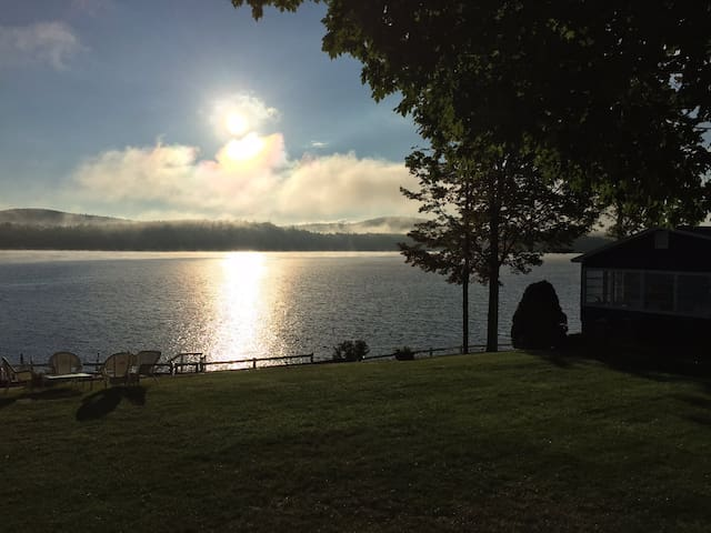 Awesome spot right on Lake Winnepesaukee! - Alton - Guesthouse