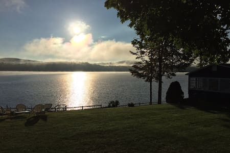 Awesome spot right on Lake Winnepesaukee! - Alton