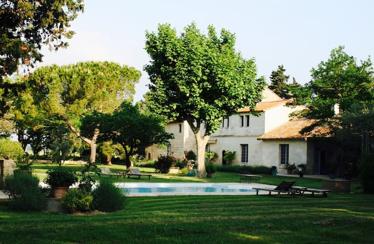 Grenouille Deluxe Apartment at Mas Antonine - Arles - Talo