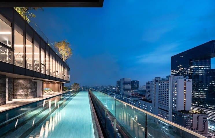 1⃣️The Line高级公寓Rama9 MRT/BTS/火车夜市/网红酒吧一条街/皇权免税店/暹罗商圈