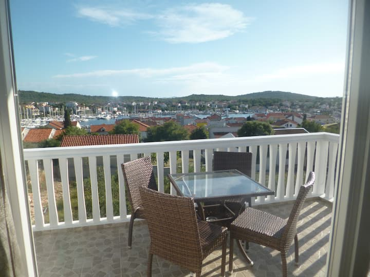 Two bedroom apartment with stunning sea view 4+2