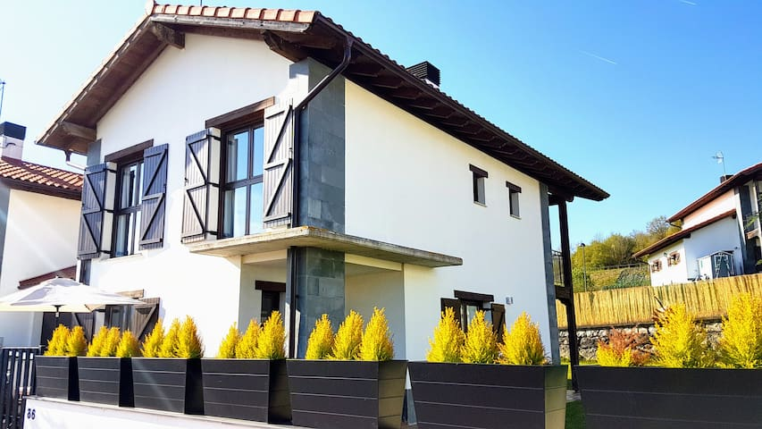 Great House for your Mountain trip, 30min Donostia - Lekunberri - Hus