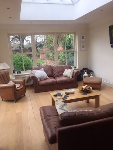 Double room in charming cottage - Solihull - Casa