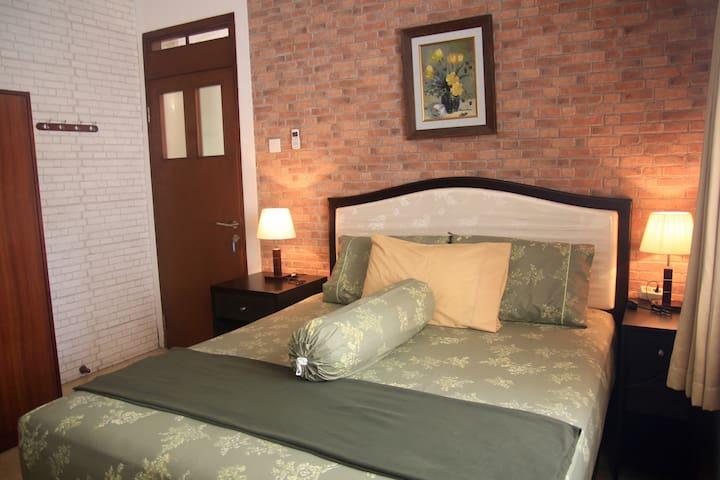 Lamping GuestHouse - Rosemary Room - Bandung - Dům