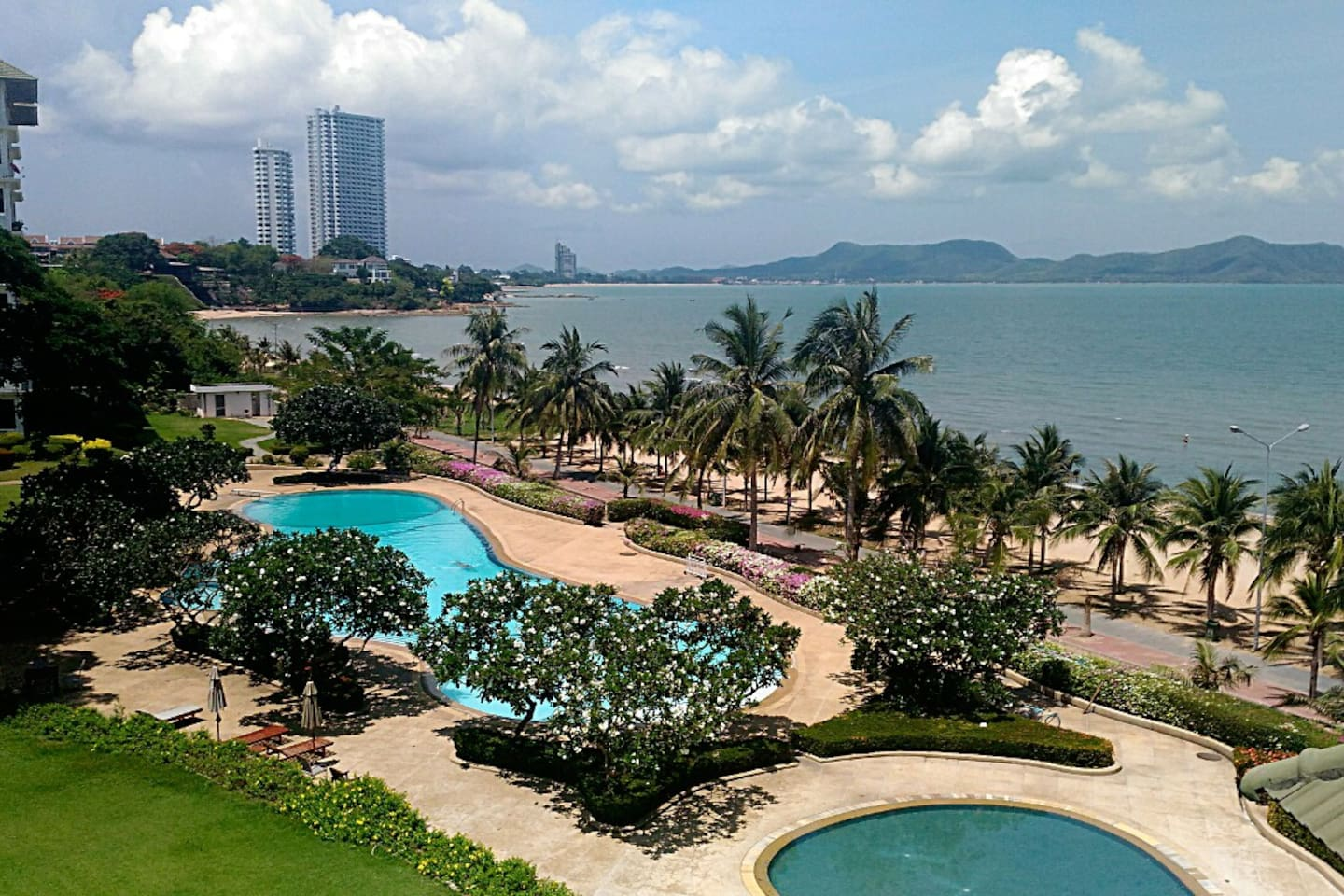 Beachfront apartment with private access to one of the most beautiful sunset beach in Pattaya