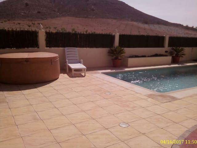 Beautiful Villa in small typically Spanish village - Oria - Casa de camp