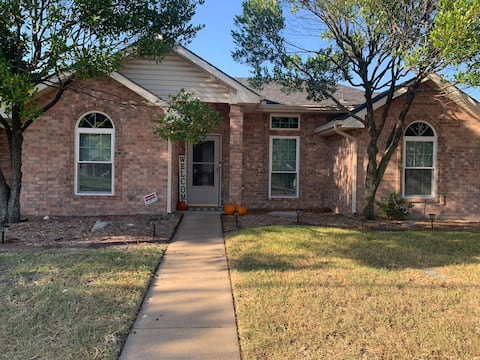 THE COZY CORNER-Entire Residential Home-Waxahachie