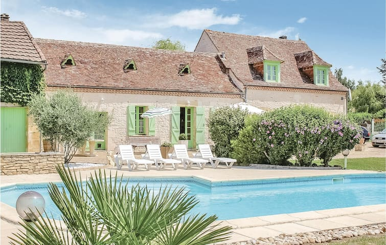 Holiday cottage with 2 bedrooms on 160m² in La Force