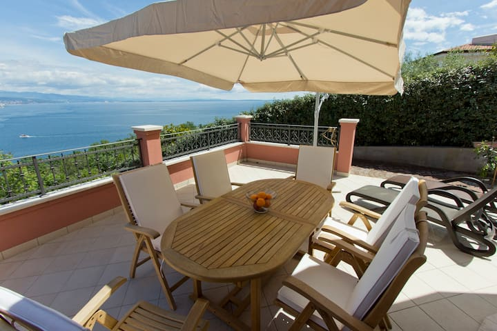 Three-Bedroom Apartment with Terrace and Sea View 100314 - Opatija - Lägenhet