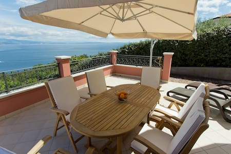 Three-Bedroom Apartment with Terrace and Sea View 100314 - Opatija - Apartmen