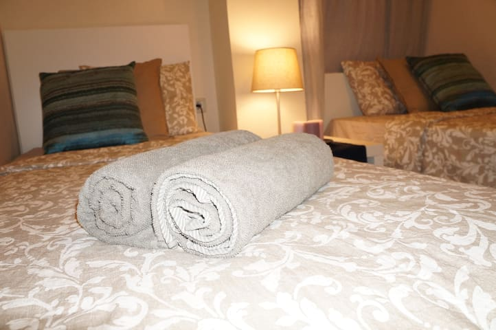 Nice Double Room with AC  1 minute from La Rambla