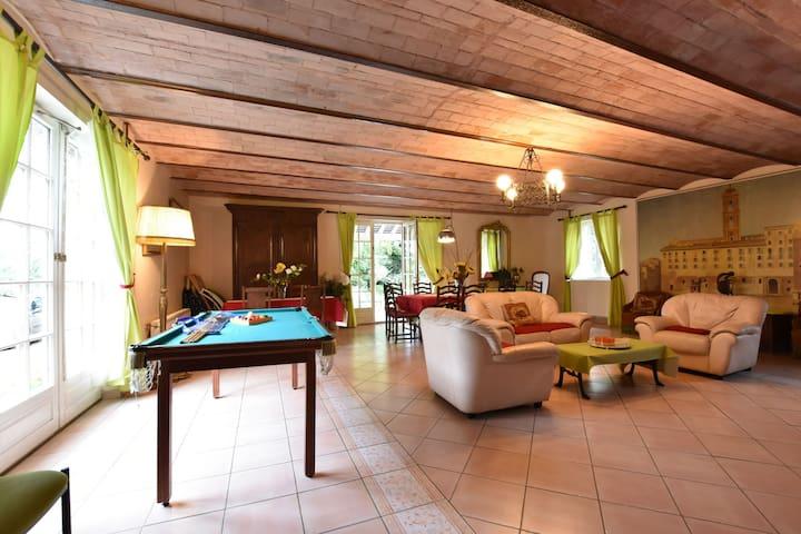 Tranquila casa de campo en Englancourt con terraza