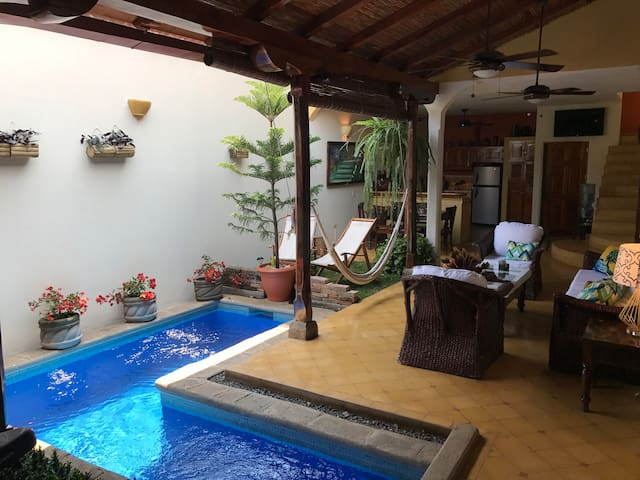 Casa Romantica: Private home in excellent location - Grenada - Hus