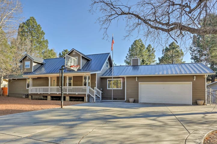 NEW! 3BR Lakeside Home -Game Room, Deck, Fireplace
