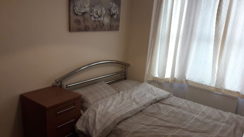 Double Room to Rent (B1)