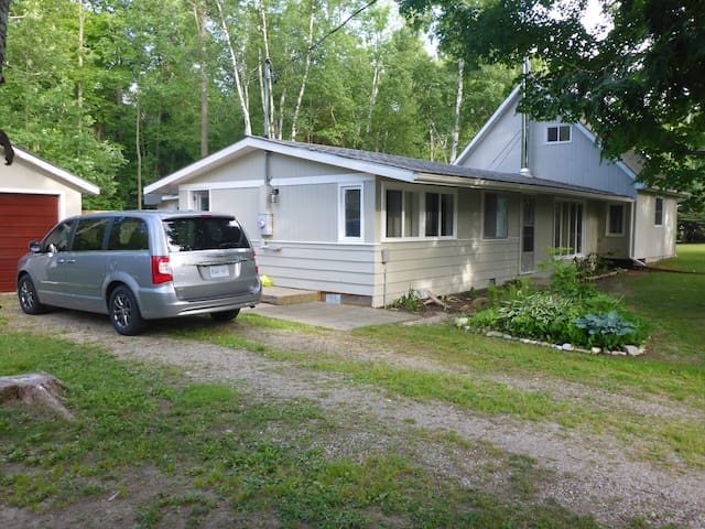 Sunset Beach Cottage - Goderich - Hus