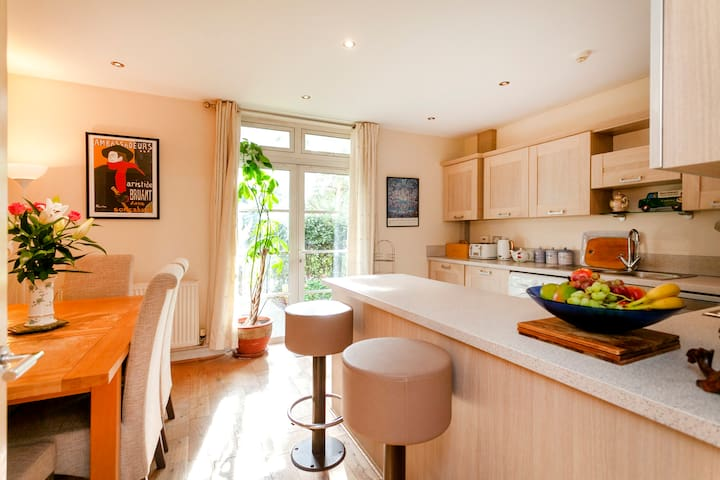 Spacious 4 bedrooms family home in Leicester City