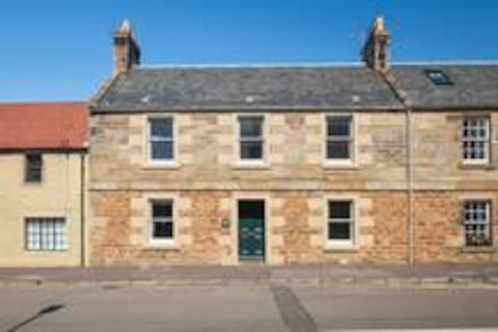 Kenmore, Large family Home in Elie