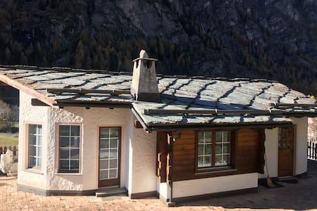 Studio Nina with Parking. Direct train  to Zermatt