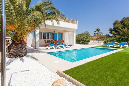 COZY VILLA IN CALA LLOMBARDS, MALLORCA