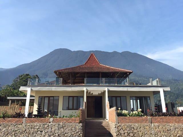 Villa Eaden Deluxe - Cisarua - Vila