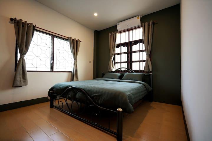 New Hostel B&B : Cozy room near Bangtao beach