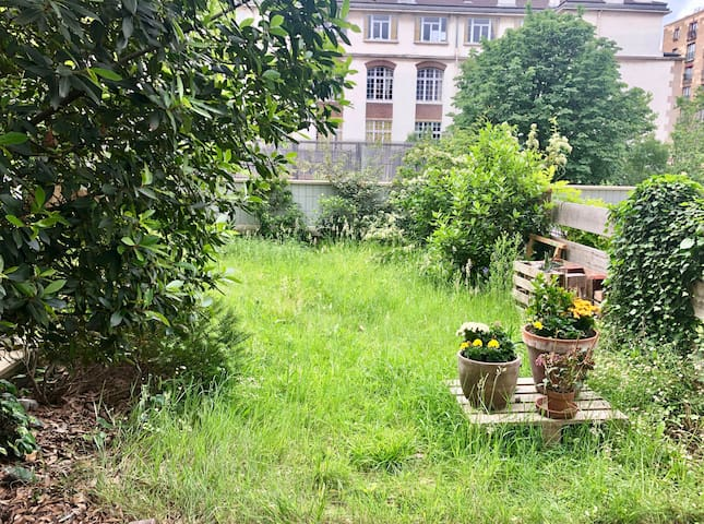 Charming flat with big private garden in Paris!