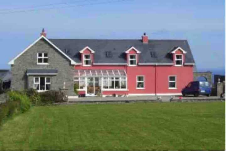 Traditional Irish Farmhouse, clean, spacious rooms